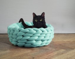 Ohhio - SUPER LUSH pet bed. Cozy basket for dog or cat
