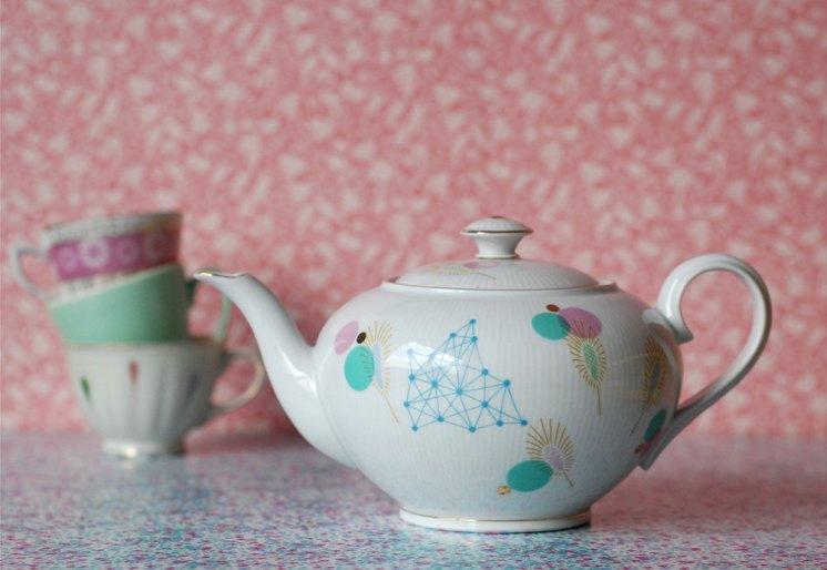 Ninainvorm - Large dots and shapes teapot