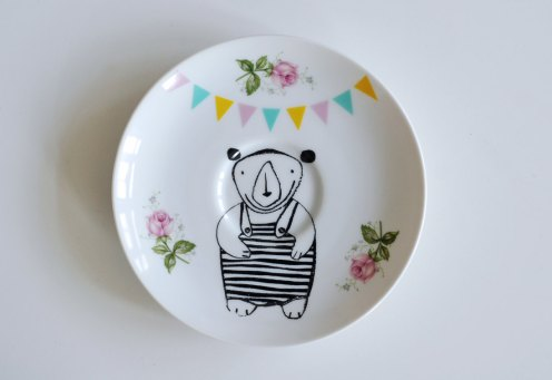 Ninainvorm - Little bear in a bathing suit and bunting screenprinted small vintage plate