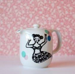 Ninainvorm - Small teapot mermaid and colorful dots