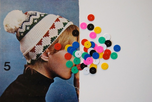 Profil picture of a faceless woman with hat decorated with confetti paper.