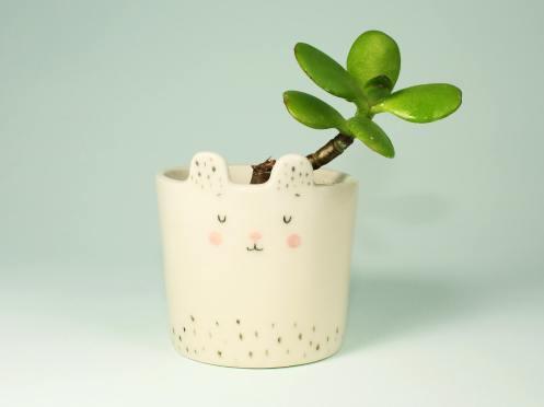 Still life photo of a vase.