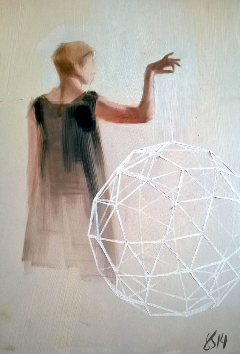 Woman portrait seen fro her back holding into her hand a giant geometric form.